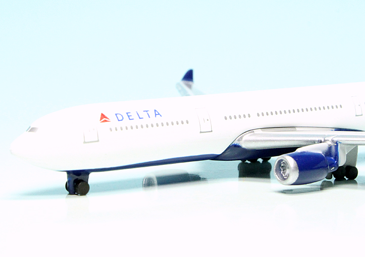 A330-300 1:600-403551680 Schuco Delta Airlines
